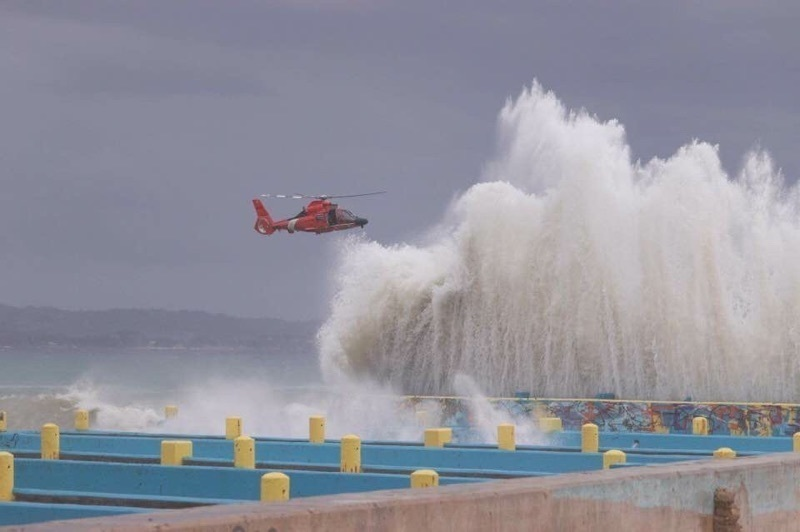 Coast Guard rescues diver, MH-65 Dolphin Air Station Borinquen
