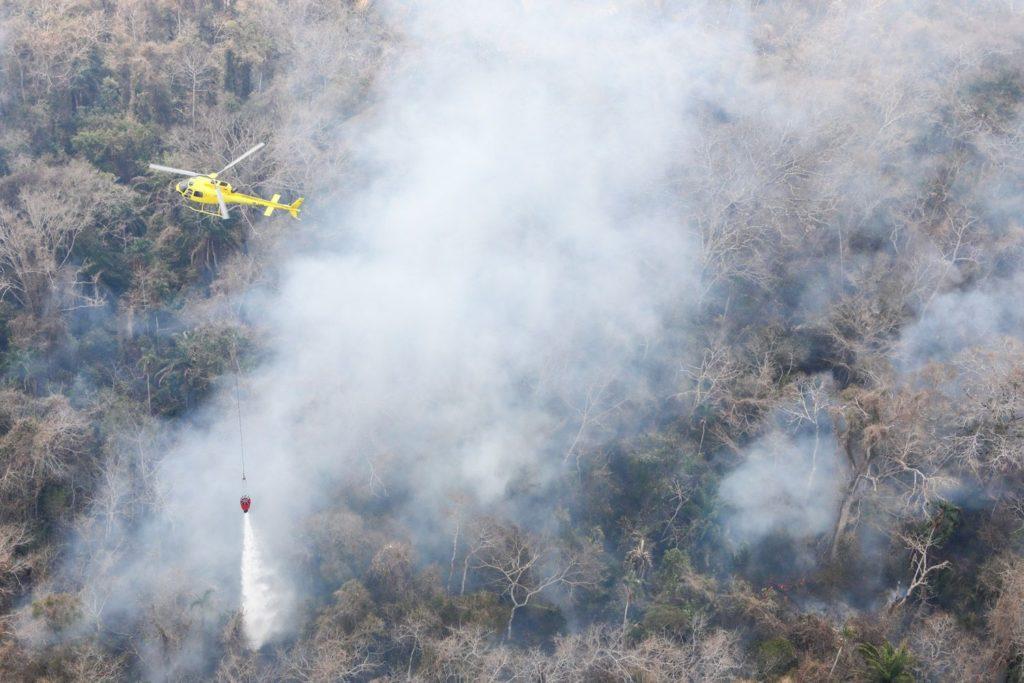 Airbus Helicopters H125 combatiendo los incendios forestales en el Amazonas.