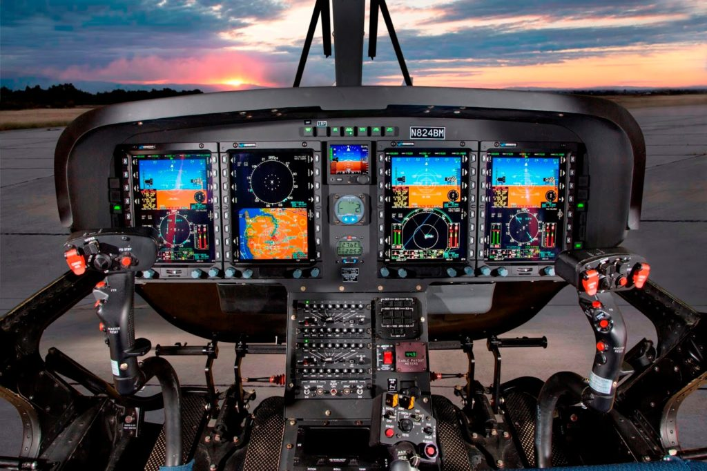 Cockpit, totalmente digital, del helicóptero Leonardo TH-73A (TH-119).