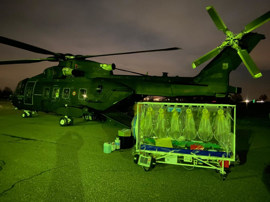 Coronavirus (COVID-19) Italia: la colaboración de la Aeronautica Militare en el transporte de biocontención.