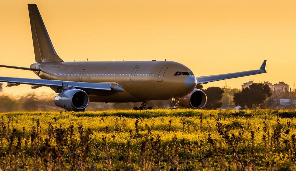 Airbus entrega más suministros de mascarillas para la lucha en Europa contra el SARS-CoV-2 (COVID-19). Airbus A330 MRTT.