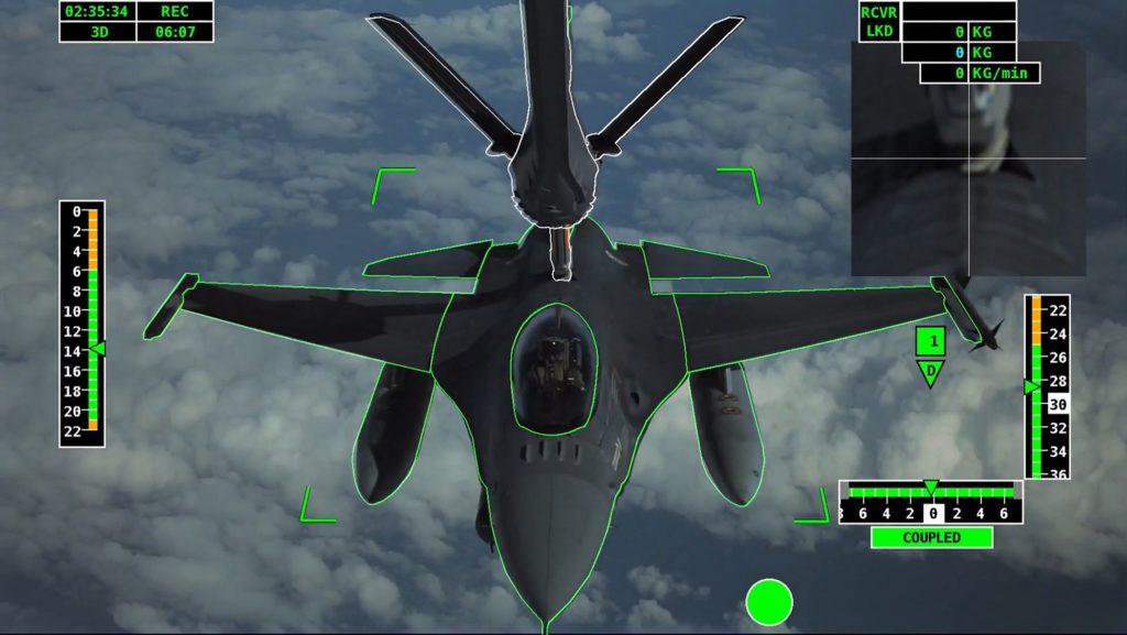 Airbus logra el primer reabastecimiento automático aire-aire en el mundo. Airbus SMART MRTT refuelling F-16.