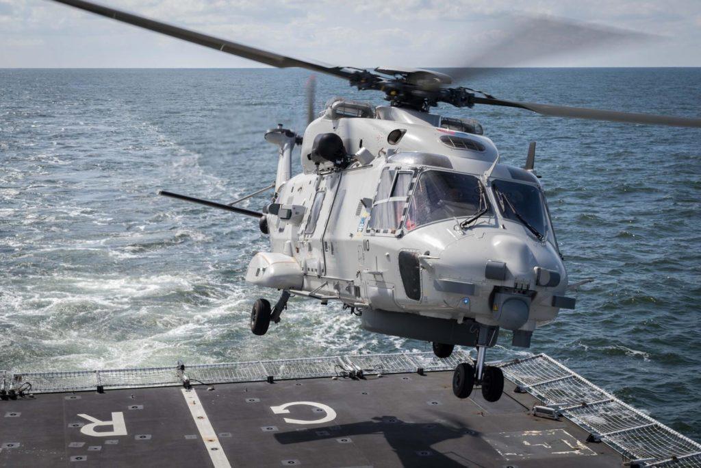 Il salvataggio dell'elicottero NH90 della Koninklijke Marine è difficile Un NH90 della Koninklijke Marine sul ponte di poppa della Zr.Ms. Groningen.