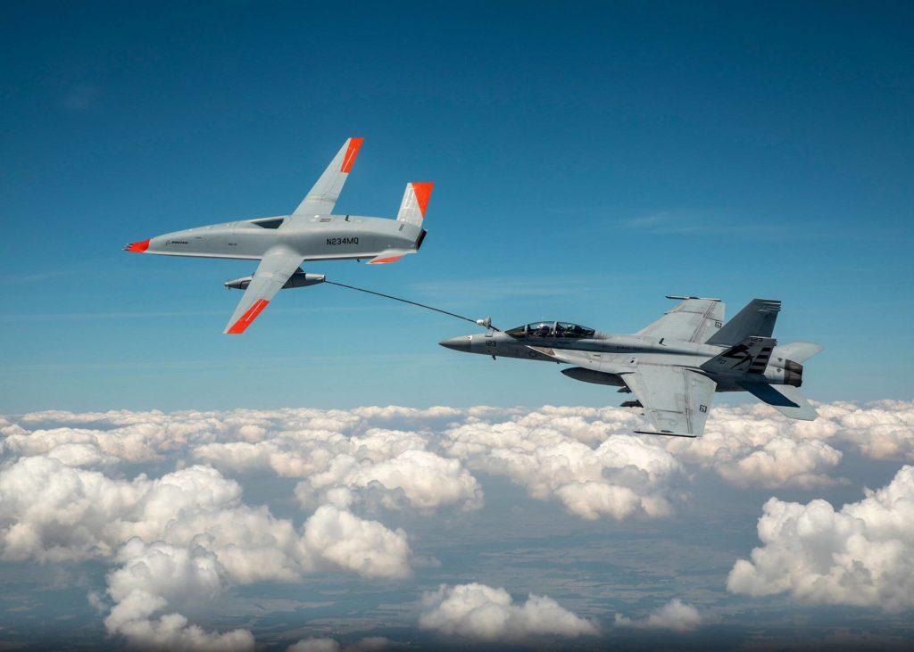 Boeing y la US Navy hacen historia al repostar a un F/A-18 con el MQ-25