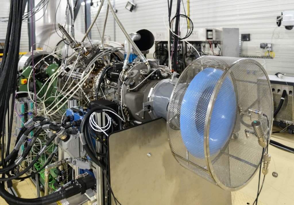 El primer motor de helicóptero operable al 100% con combustible SAF