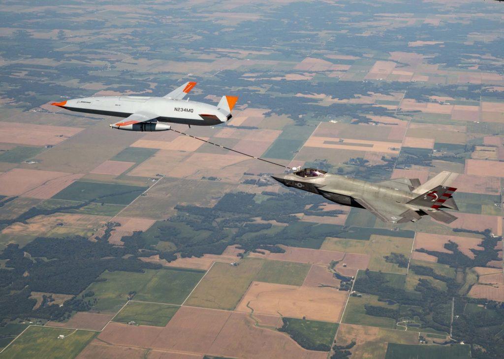 Primer reabastecimiento del Boeing MQ-25 a un F-35C
